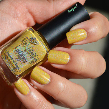 Too Fancy Lacquer Call me Queen Bee Swatch by Sweapee