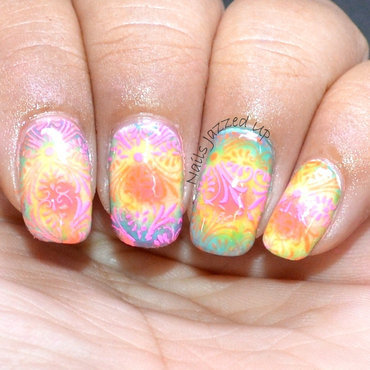 Radial Gradient nail art by Divya Pandey