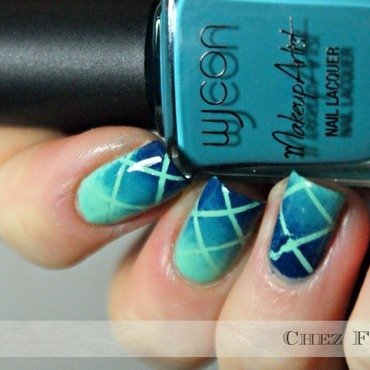 The sea in the fishnet nail art by Francine