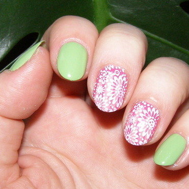Hint of Spring nail art by Szilvia