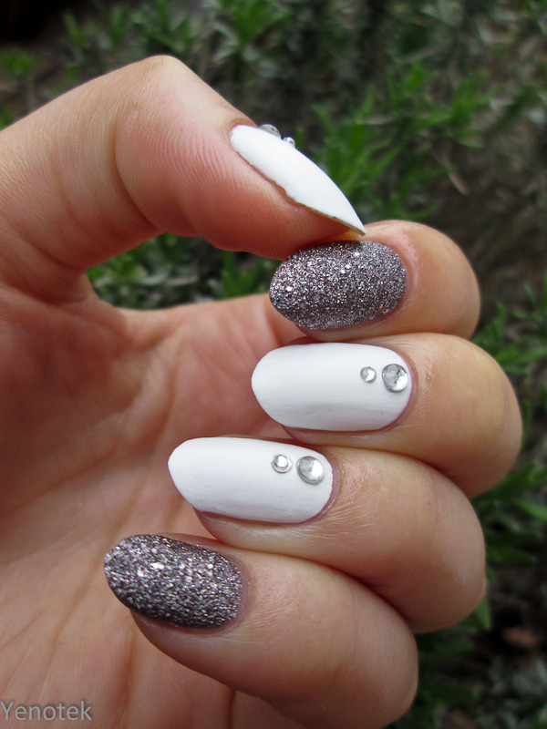 White with silver nail art by Yenotek