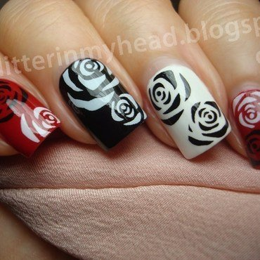 Black & White Roses nail art by The Wonderful Pinkness