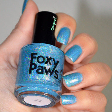 Foxy Paws Ray Light Swatch by Sweapee