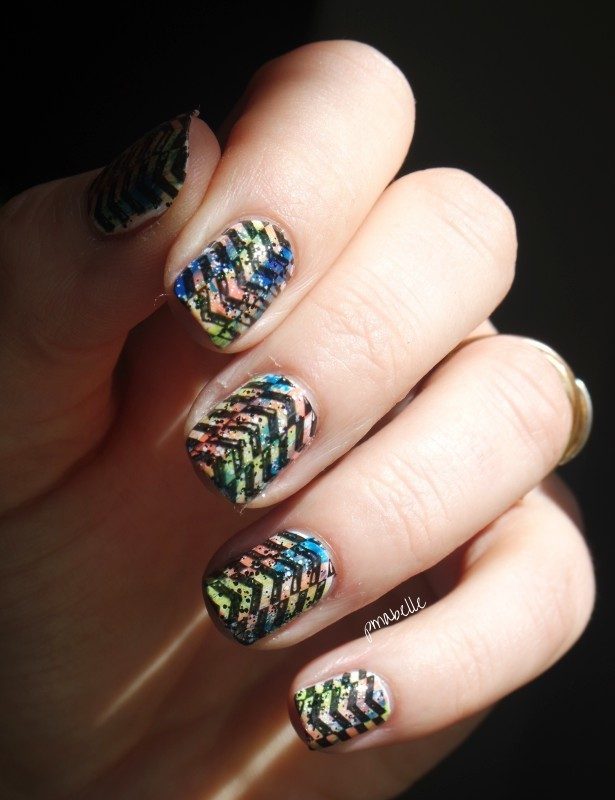 funny geometric nail art by Pmabelle