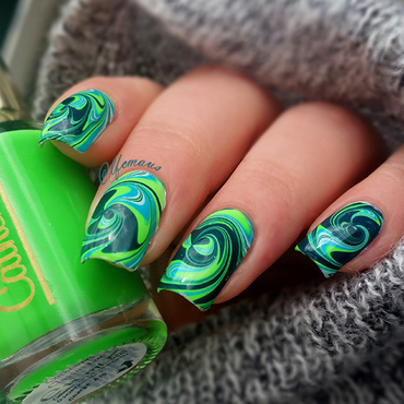 Green swirl marbling :) nail art by Arlett