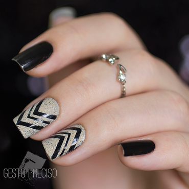 Black and white noise nail art by Gi Milanetto