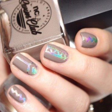 Nude And Holo! nail art by Bulleuw