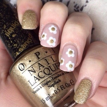 Marc Jacobs Daisy nail art by allwaspolished