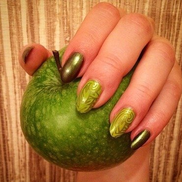 Granny Smith  nail art by Varvara