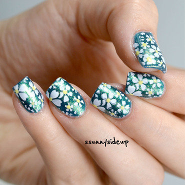 Daisy nails nail art by ssunnysideup (Sabrina)