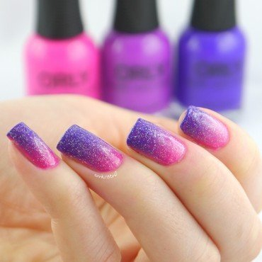 Adrenaline Rush Gradient nail art by Ann-Kristin