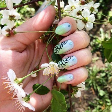 Skies & grass nail art by Varvara