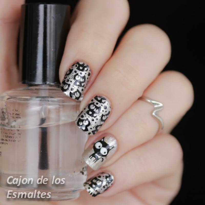 Silver cats nail art by Cajon de los esmaltes