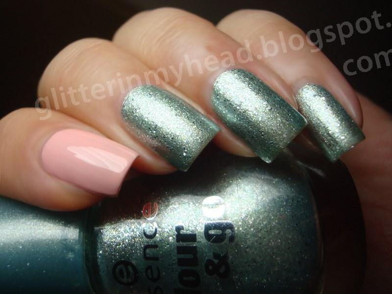 Mint & Pink nail art by The Wonderful Pinkness