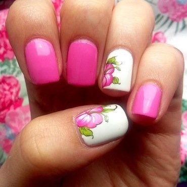 Spring flowers! nail art by Natalia
