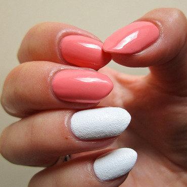 White sand and peach nail art by Yenotek