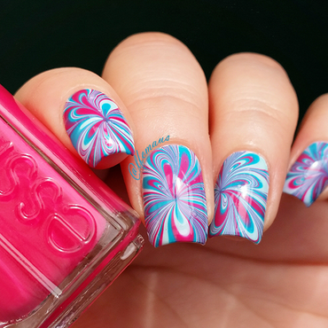 Water Marbling nail art by Arlett
