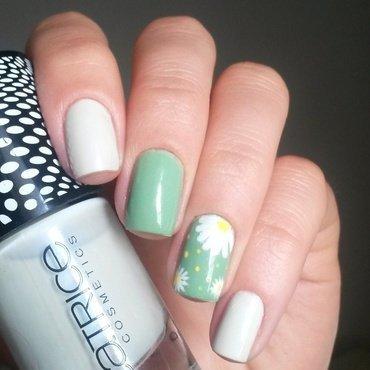 chamomiles nail art by marina