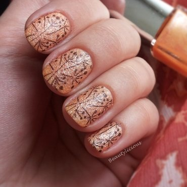 Stamped texture nail art by Roxy Ch