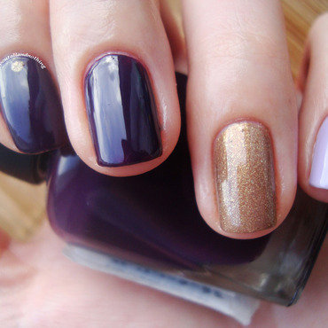 Simple in gold and purple nail art by Kasia