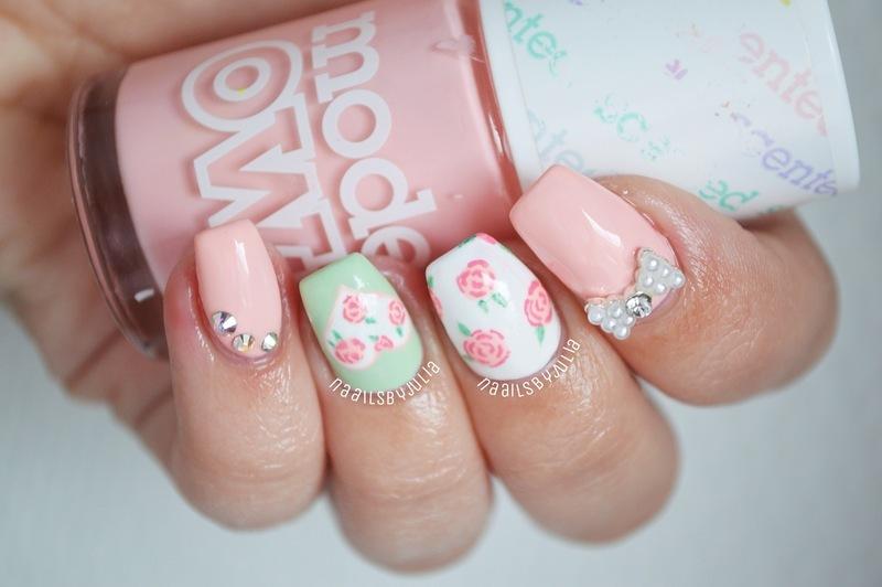 Pretty floral print nail art by Julia