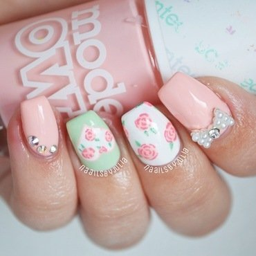 Pretty floral print nail art by Julia