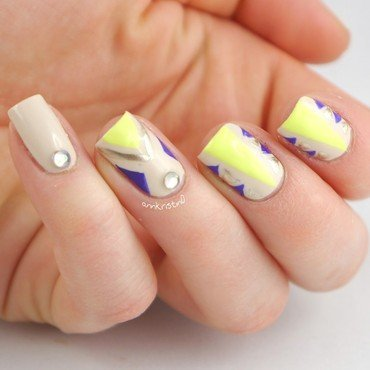 Yellow Neon Tribal nail art by Ann-Kristin