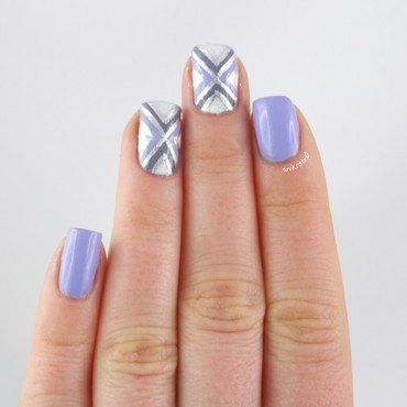 Tape Lilac Accent nail art by Ann-Kristin