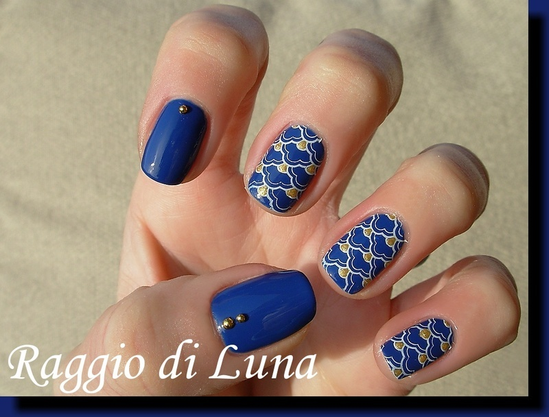 Stamping: White abstract on dark blue nail art by Tanja