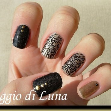 Stamping: Black arabesque on golden nail art by Tanja