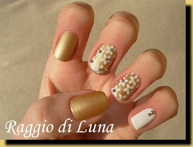 Stamping: White flowers on golden nail art by Tanja