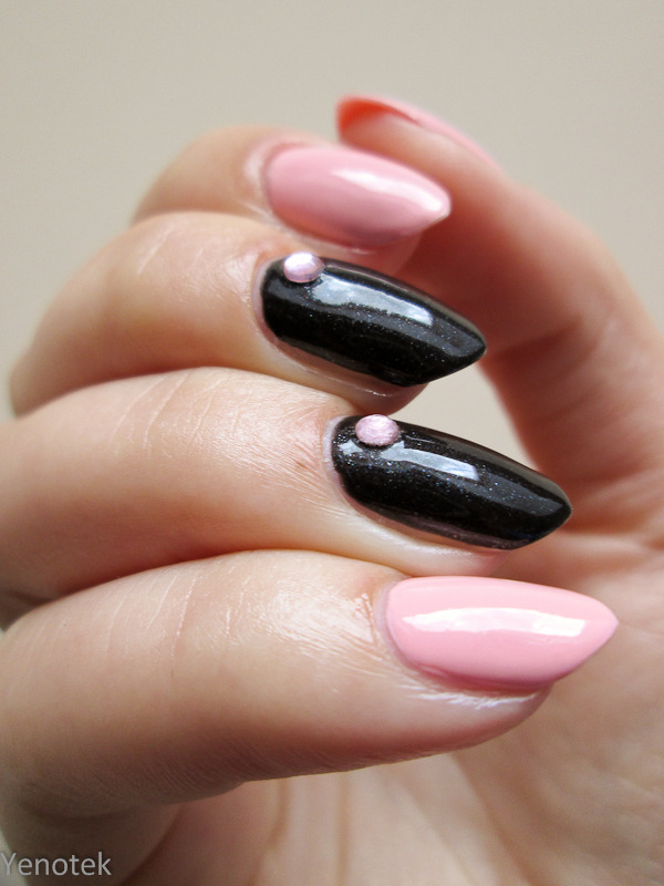 Black & pink nail art by Yenotek
