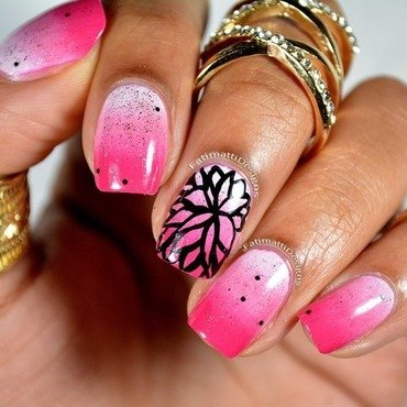 Flower on Gradient nail art by Fatimah