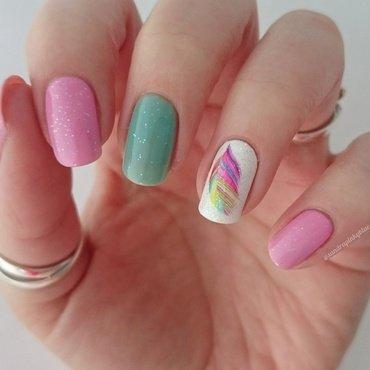 Feather nail art by Pinkyblue Nailart