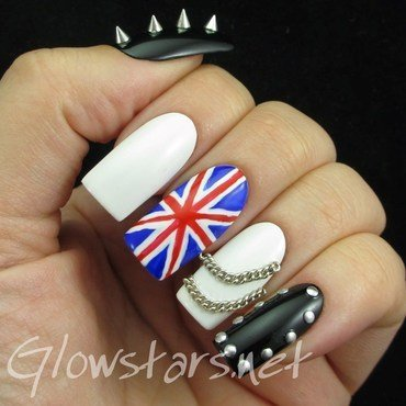 Black & White Series Elegant Nail Art Show Rock 01 nail art by Vic 'Glowstars' Pires