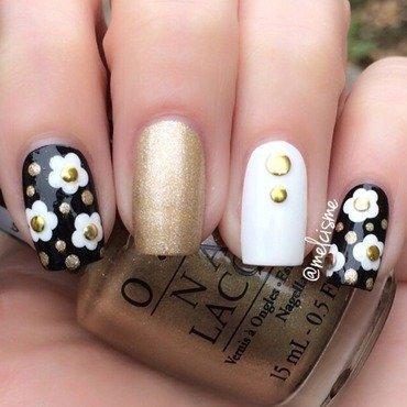 Daisy  nail art by Melissa