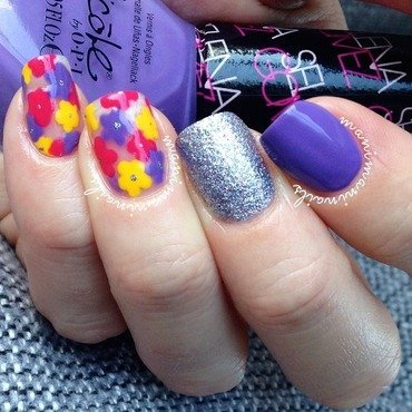 Negative space flowers nail art by manimaninails
