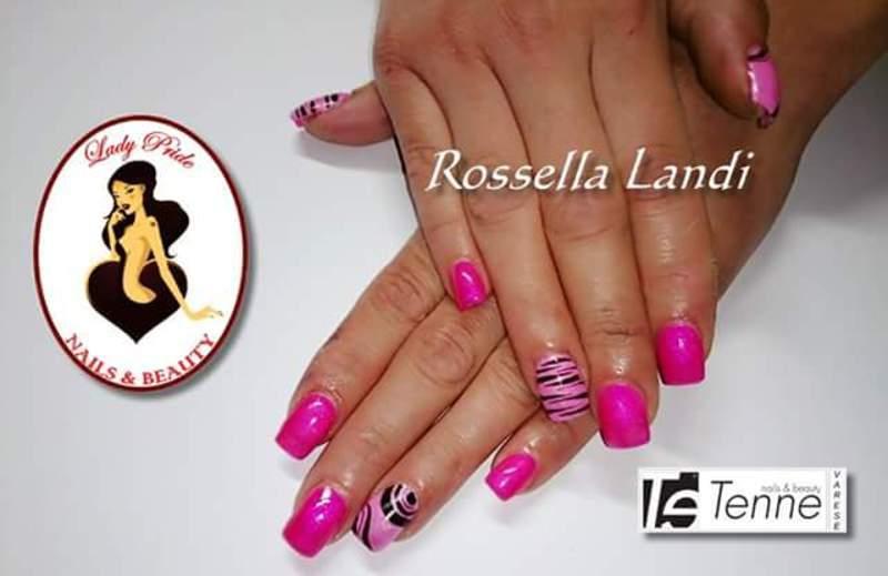 pink graphic art nail art by Rossella Landi
