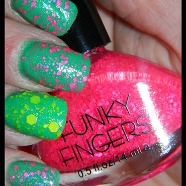 Funky Fingers Funky fingers Swatch by sara hook