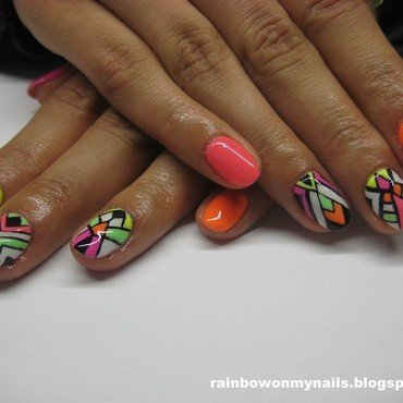 Aztec neon nail art by specialle