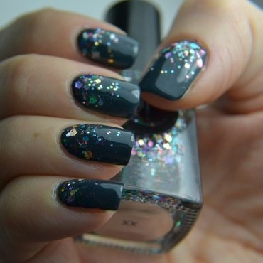 Glitter Triumph nail art by Meltin'polish