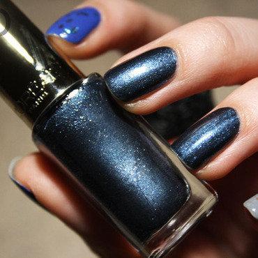 Blue mix nail art by Pat