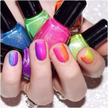 Gradient neon ! nail art by Bulleuw