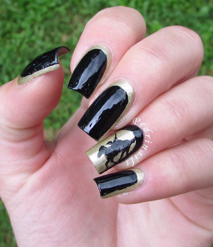 Black & gold reverse ruffian manicure nail art by Pedrinails