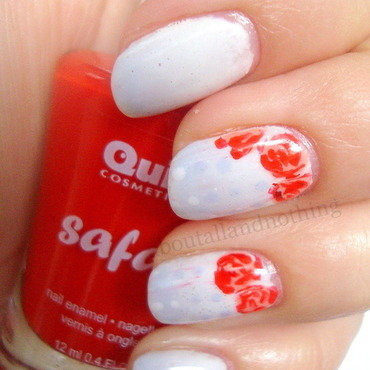 Blue sky and red roses nail art by Kasia