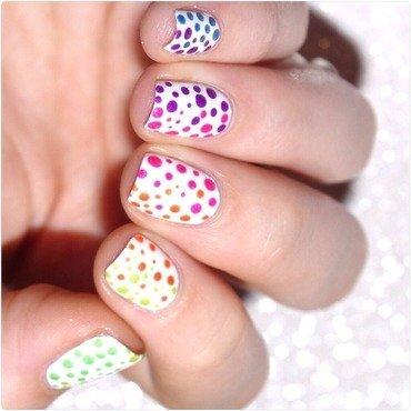 Neon dots. nail art by Bulleuw