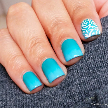 Blue-Teal Gradient with Freehand Accent nail art by Monica