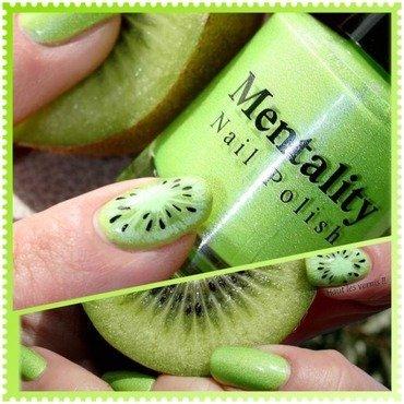 Kiwi nail art by Elodie Mayer