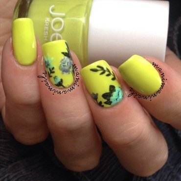 Citron floral mani nail art by manimaninails