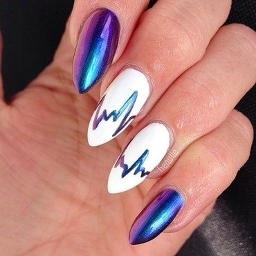 My heart beats for Birefringence  nail art by Henulle